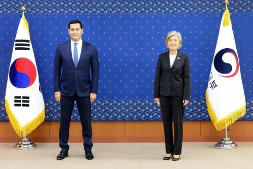 韩外长会见乌兹别克斯坦副总理商讨深化合作