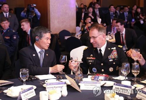 韩防长和韩美联军司令昨会晤或讨论联演