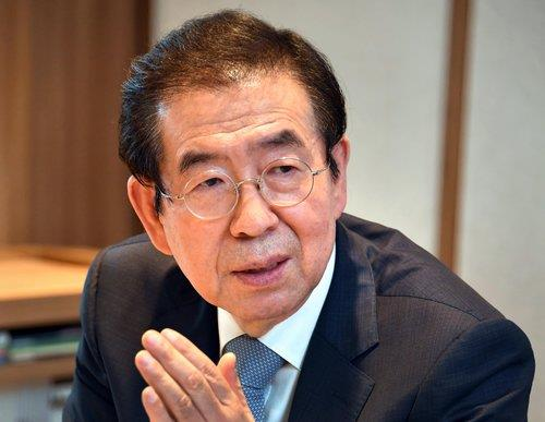 简讯:首尔市长朴元淳在市区一山上被发现身亡