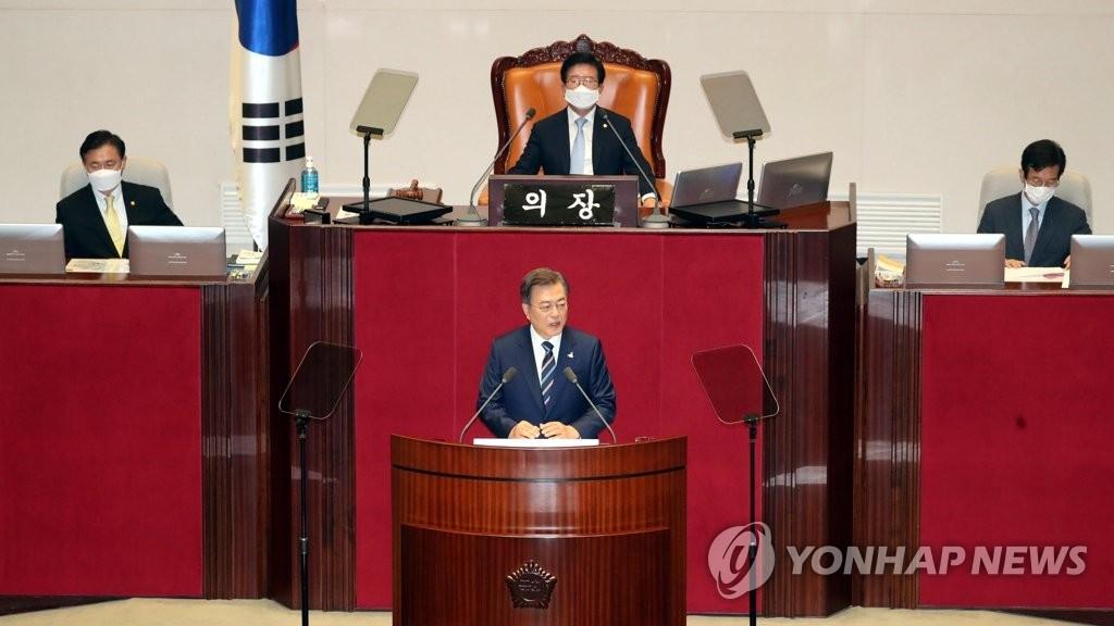 7月16日,韩国总统文在寅出席第二十一届国会开幕式并发表演讲。 韩联社
