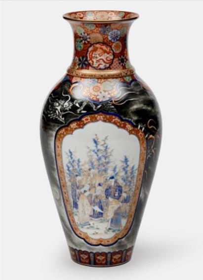 资料图片:19-20世纪在日本制作的花瓶 国立古宫博物馆供图(图片严禁转载复制)