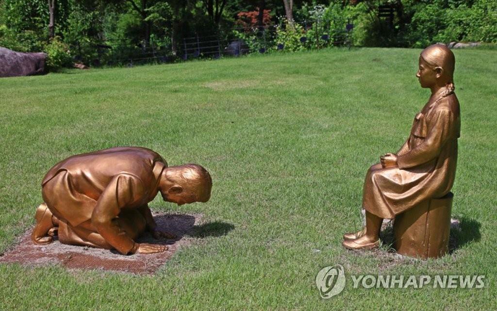 """韩外交部就""""安倍谢罪像""""表态"""
