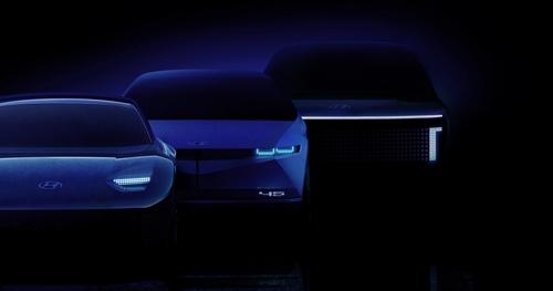 图为将于明年面市的IONIQ三款不同车型,左起依次是IONIQ 6、IONIQ 7、IONIQ 5。 韩联社/现代汽车供图(图片严禁转载复制)