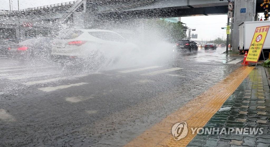 韩国连降11天暴雨致7500多人受灾