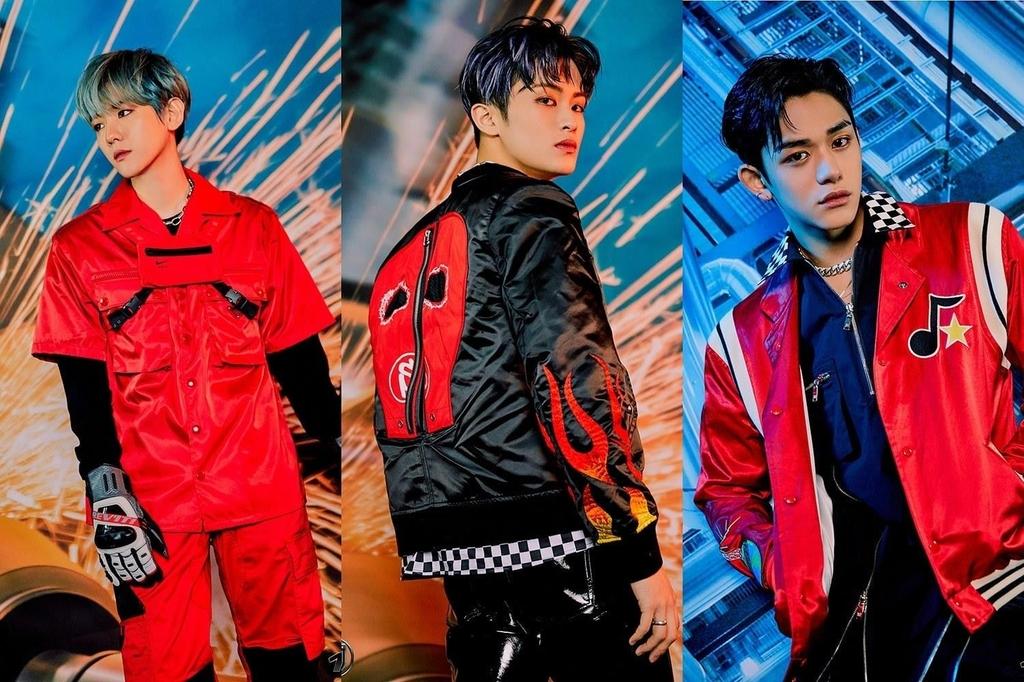 SuperM成员伯贤(左起)、马克和LUCAS 韩联社/SM娱乐供图(图片严禁转载复制)