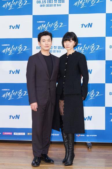 资料图片:曹承佑(左)和裴斗娜 tvN供图(图片严谨转载复制)