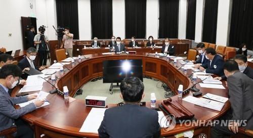 韩情报机构:7月以来金正恩公开活动增加