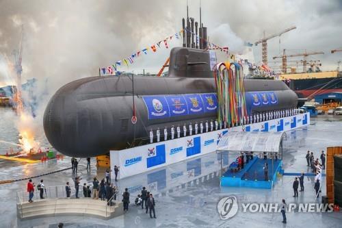 """资料图片:这是2018年9月14日在庆南巨济市举行的""""岛山安昌浩""""号潜艇下水仪式现场照。 韩联社"""