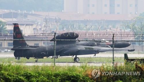 美军侦察机和攻击机同步现身韩半岛上空