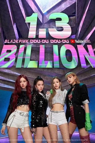 资料图片:BLACKPINK《DDU-DU DDU-DU》MV优兔播放量破13亿纪念海报 YG娱乐供图(图片严禁转载复制)