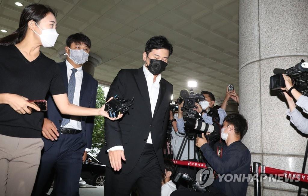 9月9日,在首尔西部地方法院,YG娱乐前代表梁铉锡出庭受审。 韩联社