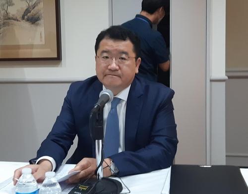 当地时间9月10日,韩国外交部第一次官崔钟建同美国常务副国务卿比根会晤后,同韩国记者座谈。 韩联社