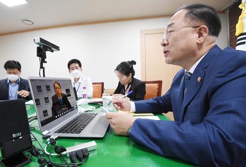 韩财长线上会见亚洲开发银行行长