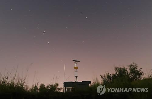 资料图片:英仙座流星雨 韩联社