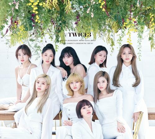 《#TWICE3》封面照 JYP娱乐供图(图片严禁转载复制)