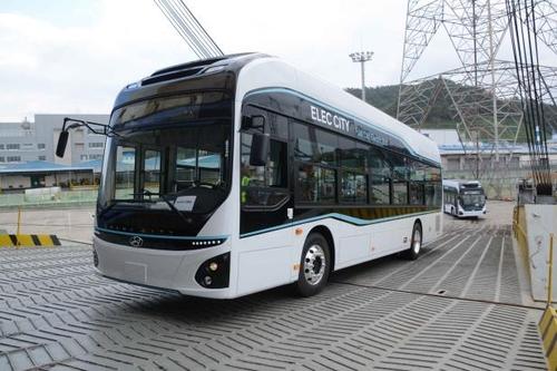 9月28日,现代汽车在蔚山港装运Elec City FCEV。 韩联社/现代汽车供图(图片严禁转载复制)
