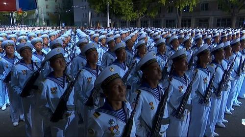 朝鲜央视录播建党75周年阅兵式 金正恩出席