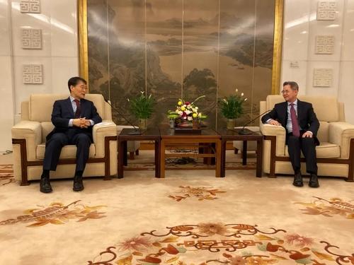 韩驻华大使张夏成会晤中国外交部副部长郑泽光