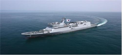 """韩首艘训练舰""""闲山岛""""舰交付交海军"""