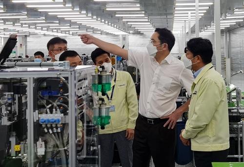 三星电子副会长李在镕视察越南生产基地