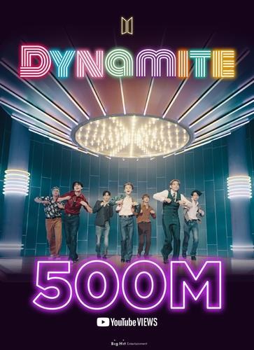 《Dynamite》MV突破5亿次纪念海报 Big Hit娱乐供图(图片严禁转载复制)