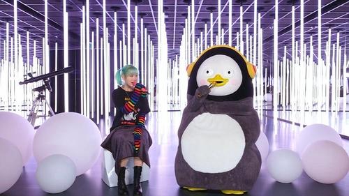 乐童音乐家秀贤与企鹅Pengsoo秀合唱