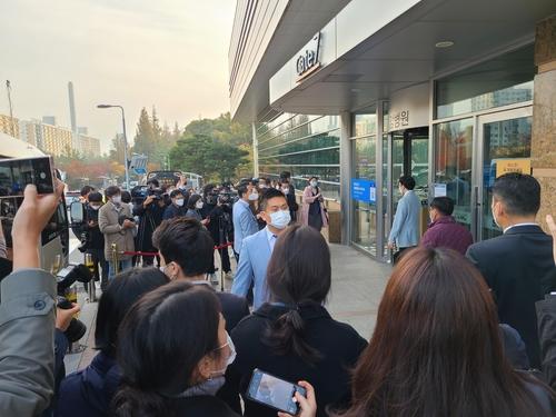 10月28日,已故三星集团会长李健熙的遗体告别仪式在首尔市江南区三星首尔医院举行。 韩联社