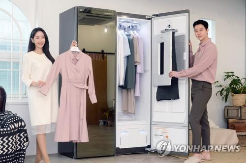 资料图片:LG电子旗下蒸汽衣物护理机Styler 韩联社/LG电子供图(图片严禁转载复制)