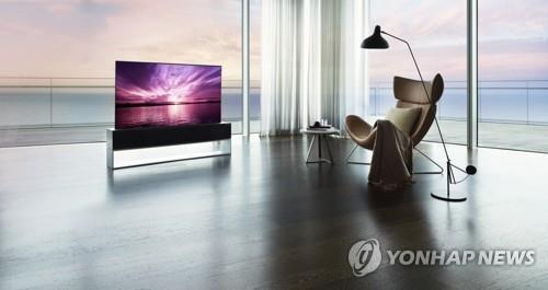 资料图片:LG电子推出全球首款可卷式电视LG SIGNATURE OLED R。 韩联社/LG电子供图(图片严禁转载复制)
