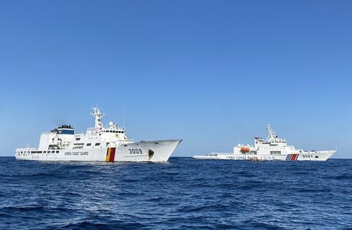 韩中海警在暂定措施水域展开联合巡逻