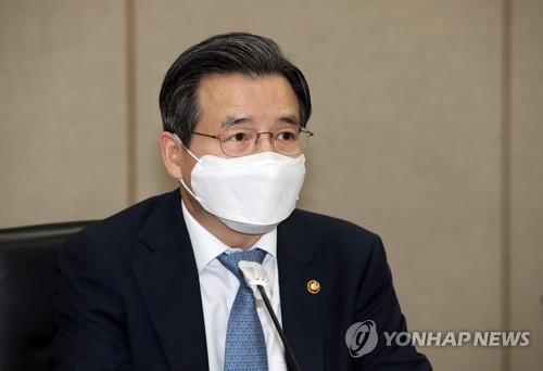 11月5日,企划财政部第一次官金容范出席宏观经济金融会议。 韩联社