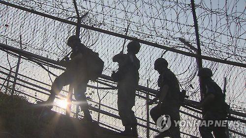 韩军检查组赴江原道调查朝居民越境事件