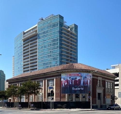 美洛杉矶一处十字路口被命名为SM娱乐广场