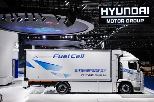 现代起亚汽车旗下氢燃料电池重卡XCIENT首次亮相中国国际进口博览会。 现代汽车集团供图(图片严禁转载复制)