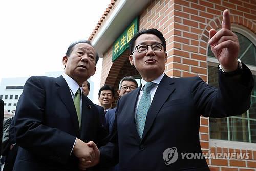 韩情报首长访日谋求改善关系