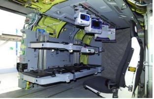 资料图片:陆军国产医疗救援直升机内部 防卫事业厅供图(图片严禁转载复制)