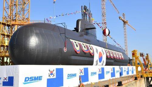 """韩军3000吨级中型潜艇""""安武""""今下水"""