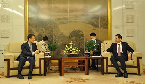 韩国驻华大使张夏成会见中国外长助理吴江浩