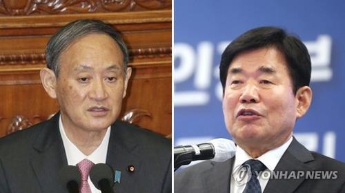 资料图片:菅义伟(左)和金振杓 韩联社/共同社(图片严禁转载复制)