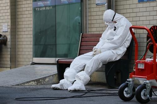 大邱一家医院的医务人员正在休息。 韩联社(图片严禁转载复制)