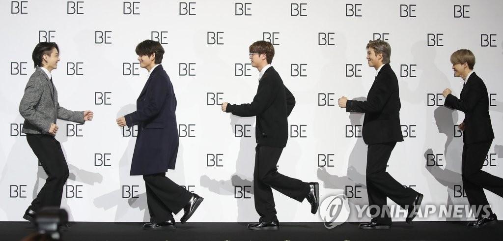 11月20日,在首尔东大门设计广场,防弹少年团(BTS)举行新专辑《BE》(Deluxe Edition)全球记者会。图为成员们入场。 韩联社