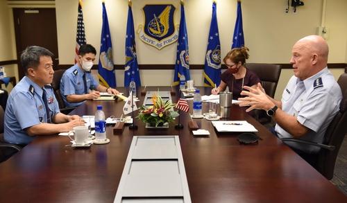 韩向美提议构建太空军例行对话机制
