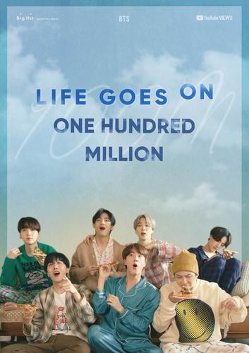 防弹《Life Goes On》首版MV播放量破亿海报。 Big Hit娱乐供图(图片严禁转载复制)
