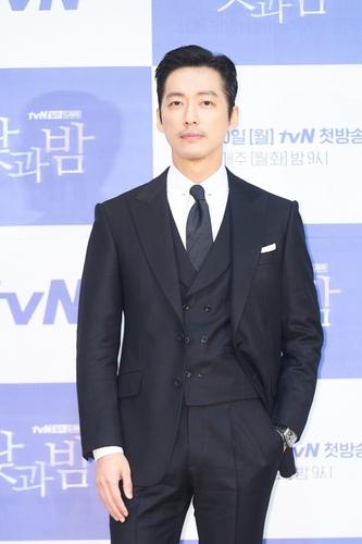 韩tvN电视台新剧《昼与夜》发布会在线举行