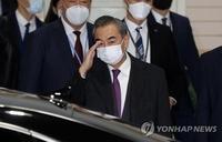 中国外长王毅抵韩访问