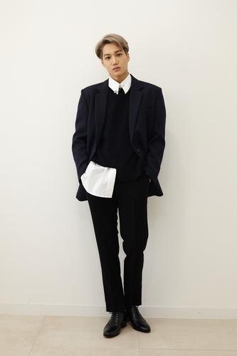 EXO成员KAI发布首张个辑《KAI(开)》