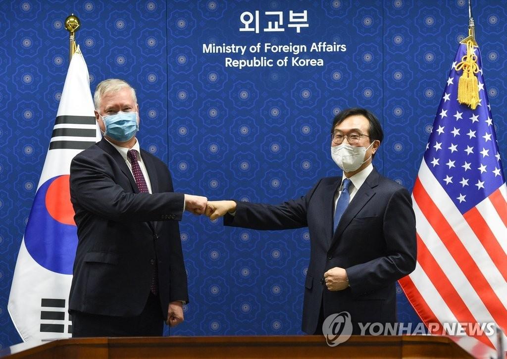 详讯:韩对朝代表李度勋会见美对朝代表比根