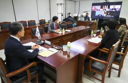 第13届韩中日卫生部长会议在线举行