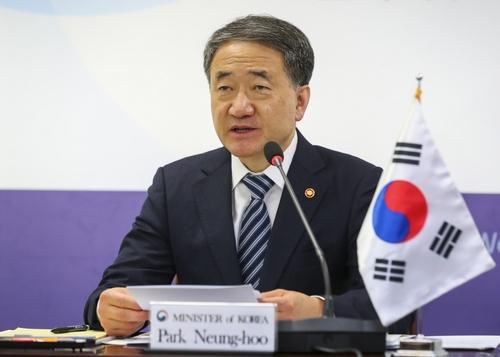 12月11日,韩国保健福祉部长官朴凌厚在第13届韩中日卫生部长会议上发言。 韩联社/保健福祉部供图(图片严禁转载复制)