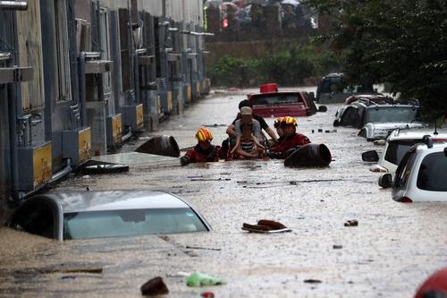 资料图片:7月30日,暴雨过后,大田市一道路被水淹没。 韩联社